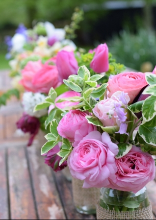 Wedding Flowers Buckets and Bouquets Service, Florists can do all the fiddly important bits such as the Bridal Bouquet and Buttonholes........Wedding Flowers Buckinghamshire